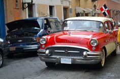 Old car in Santo Domingo