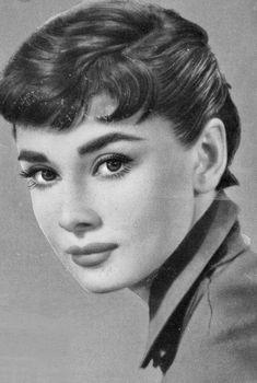 Audrey Hepburn Audrey Hepburn Eyebrows, Audrey Hepburn Hair, Aubrey Hepburn, Audrey Hepburn Photos, Katharine Hepburn, Viejo Hollywood, Hollywood Actor, Hollywood Stars, Classic Hollywood
