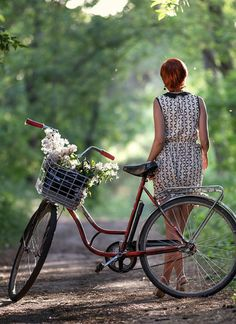 38 Trendy Ideas For City Bike Girl Pictures Cycle Chic, Bicycle Women, Bicycle Girl, Bicycle Pictures, Band Workout, Bike Illustration, Bike Photography, Cycling Girls, Bike Style