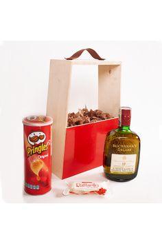 Un hermoso regalo empresarial, rojo para muchas firmas que es su logo demuestran fuerza, impulso, valor. Tarde de Buchanans, que mas que un rico trago de whisky acompañado de papas y chocolates. Viene en un empaque tipo revistero para decorar el hogar. Disponible en la tienda de regalos empresariales de Colombia, La Confitería. Popcorn Maker, Whisky, Chocolates, Kitchen Appliances, Gifts For Boss, Business Gifts, Gift Shops, Packing, Personalized Gifts