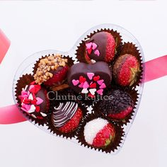 Jahodové srdiečko Muffin, Strawberry, Chocolate, Breakfast, Food, Edible Fruit Arrangements, Morning Coffee, Essen, Muffins