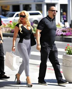 You gotta love Ice T and Coco - always out and about just strolling around. This time in West Hollywood 2013 Black Celebrities, Celebs, Celebrities Fashion, Celebrity Couples, Celebrity Style, Ice T And Coco, Real Women Bodies, Priyanka Chopra Hot, Girl With Curves