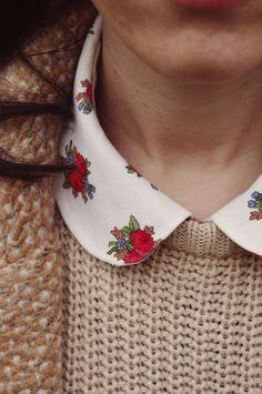 cuello con flores y jersey
