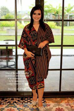 48 Ideas Dress Hijab Motif For 2019 Batik Fashion, Ethnic Fashion, Curvy Fashion, African Fashion, Fashion Models, Womens Fashion, Batik Kebaya, Batik Dress, Ethnic Outfits