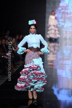 Fotografías Moda Flamenca - Simof 2014 - Margarita Freire 'Mis amores' Simof 2014 - Foto 07 Flamenco Costume, Peplum Dress, Sequin Skirt, 2014 Fashion Trends, Spanish Fashion, Nice Dresses, Formal Dresses, African Fashion, Flamingo