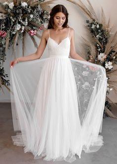 A-Line Wedding Dress with Lace, Backless Wedding Bride Dress, Unique Wedding Dresses Dream Wedding Dresses, Wedding Gowns, Our Wedding, Wedding Dress Straps, Backless Wedding, Wedding Bride, Chiffon Skirt, Silk Chiffon, Kleidung Design