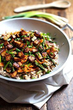 Honey Ginger Tofu and Veggie Stir Fry - crunchy colorful veggies, golden brown tofu, homemade stir fry sauce. So good! 400 calories. | pinch...