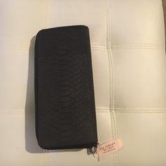 Victoria Secret zipper wallet in Orlando |$35