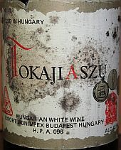 Tokaji comes in different grades, called Puttonyos, wh is related to the amount of sugar in the wines. The eponymous sweet wines are made from a blend of grapes including Furmint, Harslevelu, & Muscat Blanc. Tokaji Aszu 5 Puttonyos 1976, Hongarije