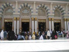 Pelataran Masjid Nabawi di siang hari Mecca Madinah, Peaceful Places, Street View