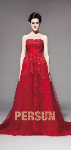 8acf759c95aaa Robe empire ligne-A dentelle ruchée à traîne Chapel. robe de mariée rouge  bustier coeur drapé appliqué ...