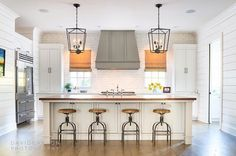 New kitchen paint colors sherwin williams white cabinets ideas Painting Kitchen Cabinets, Kitchen Paint, Kitchen Tiles, New Kitchen, Kitchen White, Kitchen Interior, Farmhouse Interior, Kitchen Wood, Kitchen Countertops