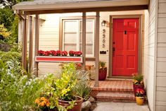 Your front door not only serves as the entrance to your house, but also as a statement of your personal style. Browse photos of welcoming front doors and get inspired to liven up your own entryway.