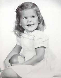 Priscilla Ann Wagner/Beaulieu~ her biological father died in plane crash, mother remarried another Air Force officer. Lisa Marie Presley, Young Priscilla Presley, Elvis Presley Family, Elvis And Priscilla, Elvis Presley Photos, Celebrities Then And Now, Young Celebrities, Celebs, Celebrity Baby Pictures