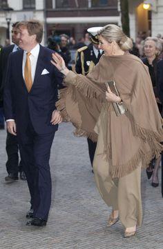 Love Princess Maxima's ensemble from chignon to pumps.