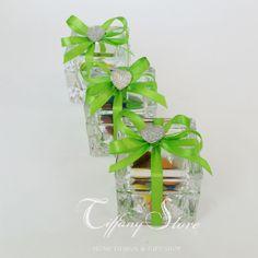 Scatolina cubo in vetro 5x5 confezionato con confetti nastro e cuore tiffany store in offerta