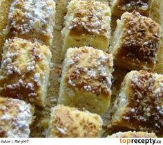Hrnčekový kokosový koláč Krispie Treats, Rice Krispies, Oreo Cupcakes, French Toast, Food And Drink, Breakfast, Sheet Music, Morning Coffee, Rice Cereal