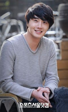 Jung Il Woo always looks so great.