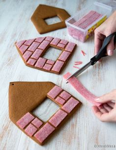 Charming Gingerbread House For Christmas Ideas (32)