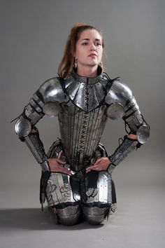 Fantasy Stainless Full Women's Armor ... not a belly button in sight <3