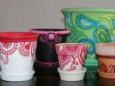 Pinspire - plantas, macetas, etc. Painted Clay Pots, Painted Flower Pots, Plastic Pots, Recycle Plastic Bottles, Flower Pot Crafts, Vase, Terracotta Pots, Garden Pots, Amazing Gardens