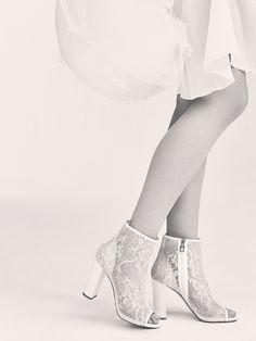 La première collection de robes de mariée d'Elie Saab Elie Saab Bridalhttp://www.vogue.fr/mariage/adresses/diaporama/la-premiere-collection-de-robes-de-mariee-delie-saab-elie-saab-bridal/30978#la-premiere-collection-de-robes-de-mariee-delie-saab-elie-saab-bridal-33