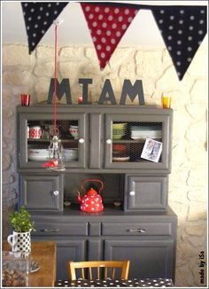 ma cuisine r tro buffet mado enti rement r nov ponc repeint et customis par mes soins. Black Bedroom Furniture Sets. Home Design Ideas