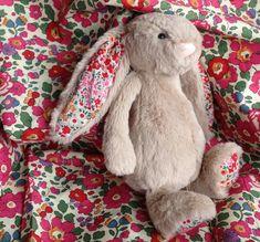 Un lapin en tissu Liberty Betsy