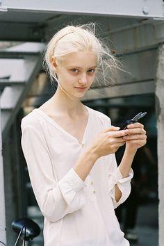 Russian model Nastya Kusakina, photographed by Vanessa Jackman Vanessa Jackman, Trendy Fashion, Fashion Models, Girl Fashion, Silver Hair Tumblr, Modelo Albino, Albino Girl, Nastya Kusakina, Fashion Magazine Cover