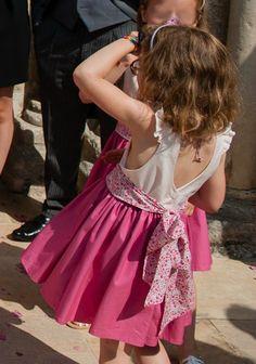 Voici quelques photos du cortège rose, cousu avant l'été, porté par ses jolies demoiselles d'honneur et son unique garçon d'honneur. * ...