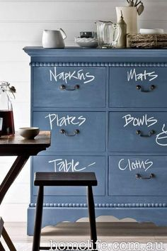 Chalkboard chest, to easily locate your settings | #parties #dinner #placesettings #decor #furniture