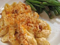 Delectably Mine: Cream Cheese Macaroni and Cheese - good but still not the BEST - still searching Mac Cheese Recipes, Pasta Recipes, Real Food Recipes, Great Recipes, Dinner Recipes, Cooking Recipes, Favorite Recipes, Yummy Food, Dinner Ideas
