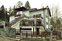 Clasificată ANAT 4****, Vila Piatra Șoimului reprezintă alegerea perfectă pentru o evadare la munte.