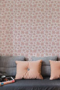 Lovely Daisy wallpaper pattern by Layla Faye in the lovely blush pink colourway. #blushpink #blushpinkdecor #pinkwallpaper #daisywallpaper