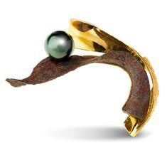 Thierry Vendome - brooch 'ikebana' yellow gold. Rusty steel. Tahitian Pearl