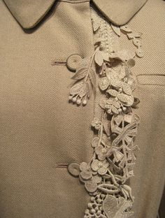 details: collar, lace embellishments and buttons. minä perhonen