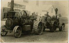 Tvaika kuļmašīna,[192-] (Tvaika kuļmašīnas, tā sauktos dampjus labības kulšanas atvieglošanai ieviesa 19. un 20. gadsimta mijā. Pirms tam kulšanai lietoja kuļmašīnas, kas tika darbinātas ar zirgiem.) (Oriģināla glabātājs: Dainis Punculs)