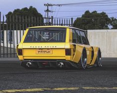 The talented has gifted us with some slammed Range Rover love! Range Rover Classic, Custom Trucks, Custom Cars, Rougue One, Range Rover Vogue, Garage Workshop Plans, Jdm, Car Mods, Range Rover Sport