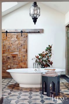 22 Farmhouse-Inspired Homes With A Hint Of Glam - Luxe Interiors + Design Bathroom Barn Door, White Bathroom, Bathroom Interior, Spanish House, Spanish Style, Interior Barn Doors, The Ranch, Beautiful Bathrooms, Inspired Homes