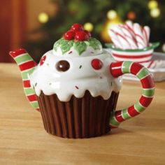 CHRISTMAS CAKE CERAMIC TEAPOT 5.5  HEIGHT NEW