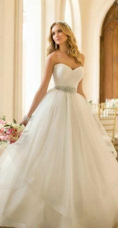 Clásico vestido de novia corte princesa para resaltar toda la noche #BodaTotal- Si siempre has querido sentirte como princesa, este vestido es para ti-