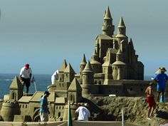 The Annual Great Sand Sculpture Contest in Long Beach, California (LA region) was held in August La Things To Do, Sand Sculptures, Sand Art, August 2013, 10 Year Old, Summer Ideas, Summer Activities, Long Beach, Statue Of Liberty