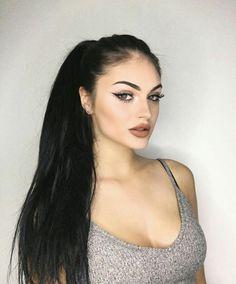 Black Hair Pale Skin, Pale Skin Makeup, Long Black Hair, Dark Hair, Hair Makeup, Love Hair, Gorgeous Hair, Beautiful Eyes, Baddie Hairstyles