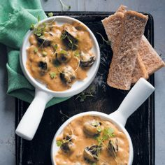 These Creamy Garlic Snails are great as a starter for a dinner party.