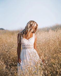 Wide open spaces photo by outfit goals fas Summer Senior Pictures, Senior Photos Girls, Senior Girls, Photo Portrait, Portrait Photography, Portrait Poses, Senior Photo Outfits, Photography Senior Pictures, Photography Ideas