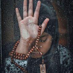 Sükut-u Lisan Selameti İnsan No one has ever become poor by giving 🙏🏾 ✨ Muslim Girls, Muslim Couples, Muslim Women, Hand Fotografie, Islamic Wallpaper Hd, Allah Wallpaper, Islam Marriage, Poetry Pic, Mekka