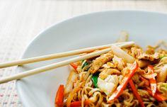 Pollo e verdura cotti nel wok