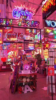 Neon Aesthetic, Aesthetic Videos, Aesthetic Vintage, Neon Wallpaper, Cartoon Wallpaper, Custom Neon, Photographie Indie, Neon Room, Vintage Videos