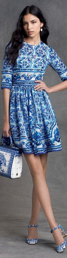 """Dolce & Gabbana winter If the hemline on this were lengthened . """"Even the most beautiful legs look better when the kneecap is covered"""" Edith Head. Casual Dresses, Short Dresses, Summer Dresses, Casual Clothes, Dolce & Gabbana, Beautiful Outfits, Cool Outfits, Beautiful Legs, Winter Typ"""