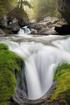 Direct contact with nature can soothe us, nourish us and elevate our mood. - An incredibly beautiful geologic feature deep in the Cullasaja Gorge of western North Carolina Beautiful Waterfalls, Beautiful Landscapes, Famous Waterfalls, Places To Travel, Places To See, Beautiful World, Beautiful Places, Beautiful Pictures, Landscape Photography